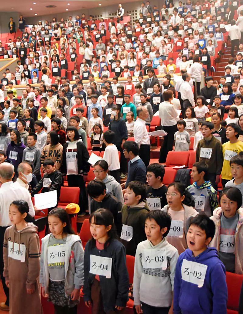 葡京国际全讯网 福州仓山一小区土地证拖了二十多年,没有办理,业主:这么多年了都着急死了!