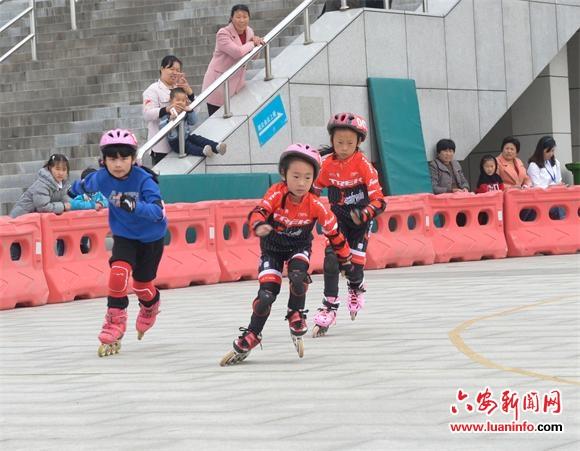 舒城首届队在市成绩小学生文理v首届中轮滑优异轮滑小学教育图片