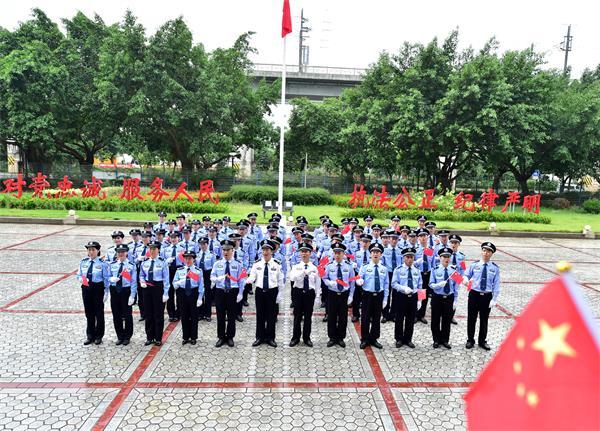 海口秀英边检站举行升国旗仪式暨庆祝新中国成立70周年安保誓师大会