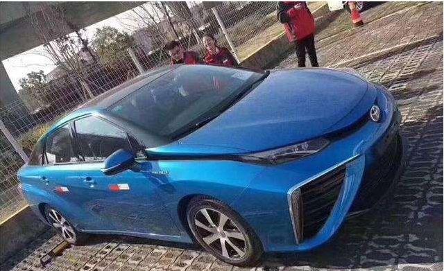 丰田首款加氢汽车亮相,续航高达550公里,特斯拉心虚了吗?