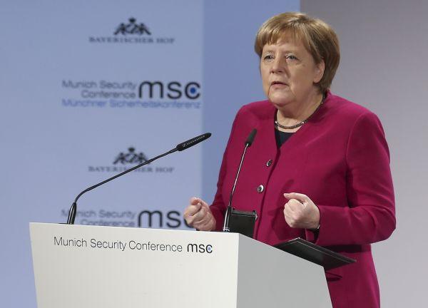 2月16日,在德國慕尼黑,德國總理默克爾在慕安會上發言。新華社記者葉平凡攝