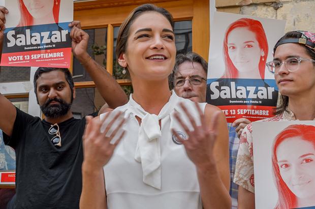 萨拉查和支持者们 图自犹太通讯社