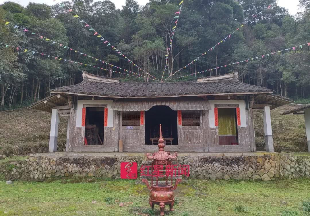 陳公廟 嚴雨程 攝