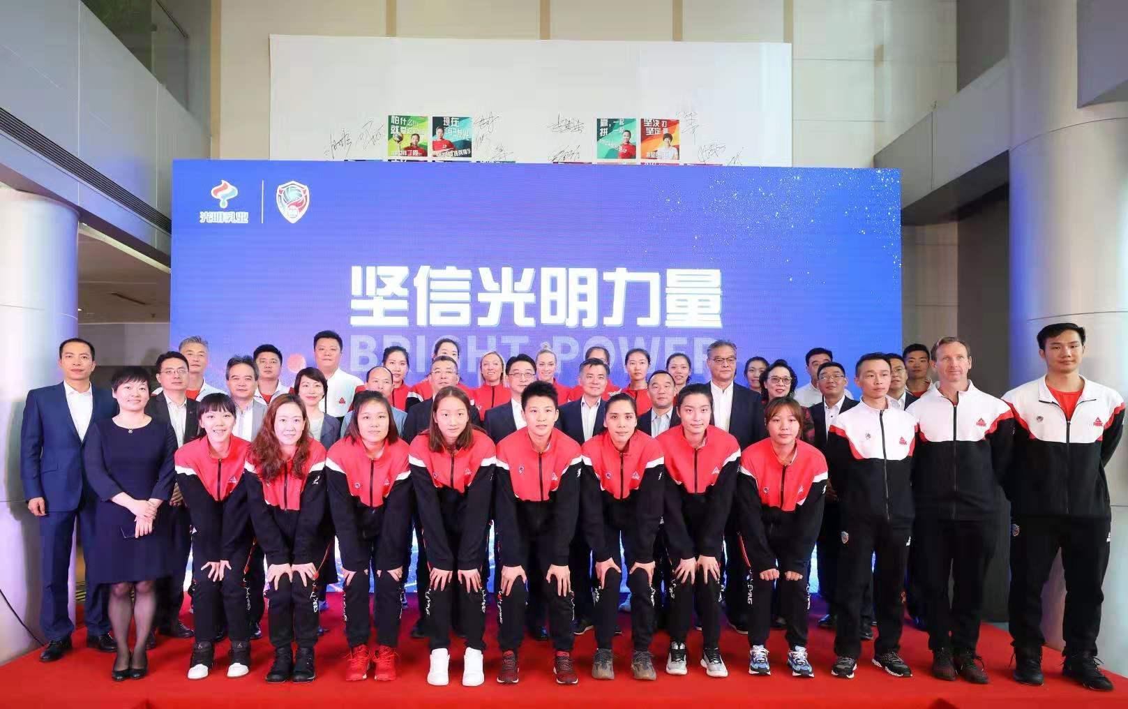上海女排出征新赛季:引入美国队长拉尔森,前四是初级目标