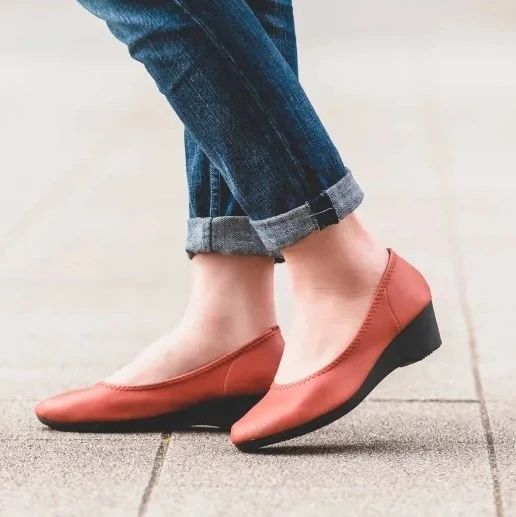 夏天鞋子太磨脚?直到遇到这款日本手工浅口鞋,才知道什么叫舒适!