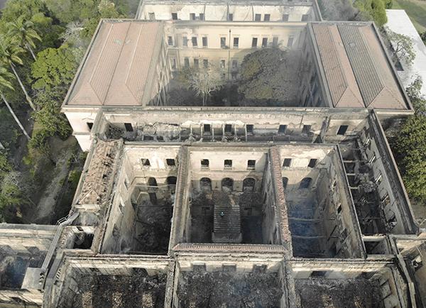 巴西國家博物館在一場大火中徹底燒燬 東方IC 圖