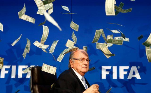 为啥世界杯那么多中国广告?外媒:中国人当接盘