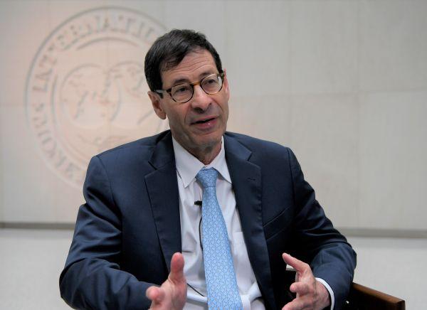7月24日,国际货币基金组织(IMF)首席经济学家莫里斯·奥布斯特费尔德承受新华社记者专访表示,美国经过加征关税削减贸易逆差是误入歧途。杨承霖摄