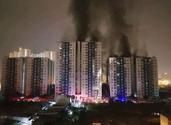 越南胡志明市一高层公寓发生火灾 致13死28伤