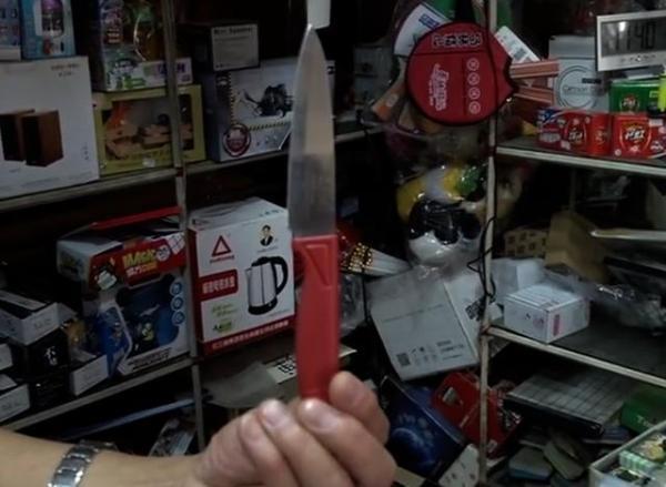 毕业后男子游手好闲 竟持刀抢劫文具店 原因竟哭笑不得