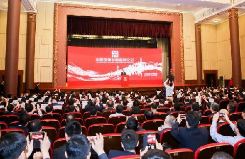 """5月10日,中国品牌发展国际论坛在上海展览中心召开。2018年""""中国品牌日""""活动当天在上海开幕。活动包括首届中国自主品牌博览会和中国品牌发展国际论坛。(新华社)"""