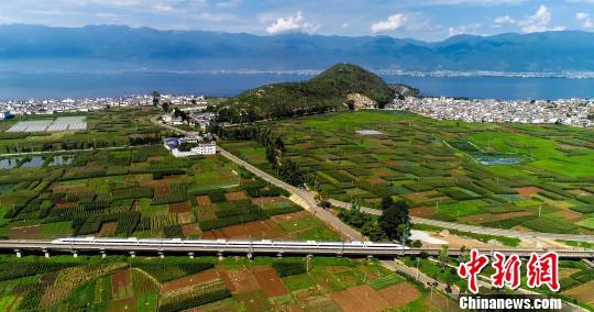 旅游大省云南迎来国庆返程高峰 铁路高峰图运行