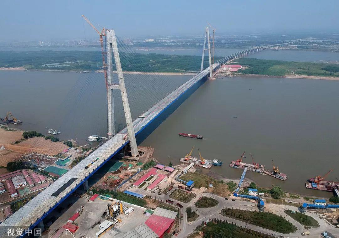 ▲武汉青山长江公路大桥