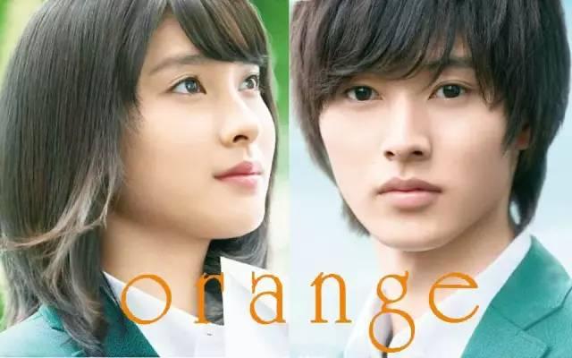 土屋太凤还出演了很多漫改电影,比如和菅田将晖共演的《邻座的怪同学》。