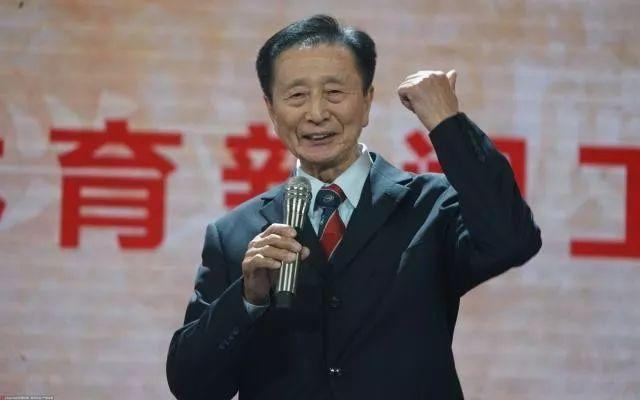 薪火相传40年!当他们并肩而立时,就是一部中国体育新闻简史
