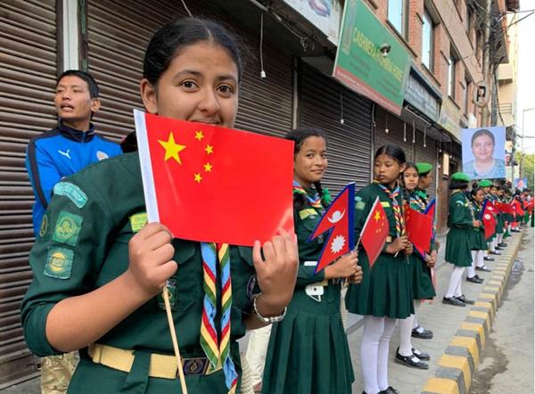 尼泊尔中学生期待迎接习近平主席。新华社记者武思宇摄