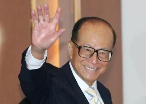 李嘉诚宣布退休 曾在香港回归前两次受邓小平接见