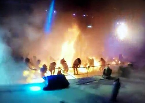 事生时,多人因来不及逃离现场而烧伤。(图片来源:台湾《中时电子报》)