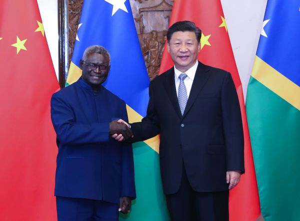 10月9日,国家主席习近平在北京钓鱼台国宾馆会见所罗门群岛总理索加瓦雷。 (新华社)