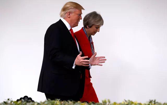 """伦敦民众放飞""""特朗普充气宝宝"""",""""迎接""""美国总统来访"""