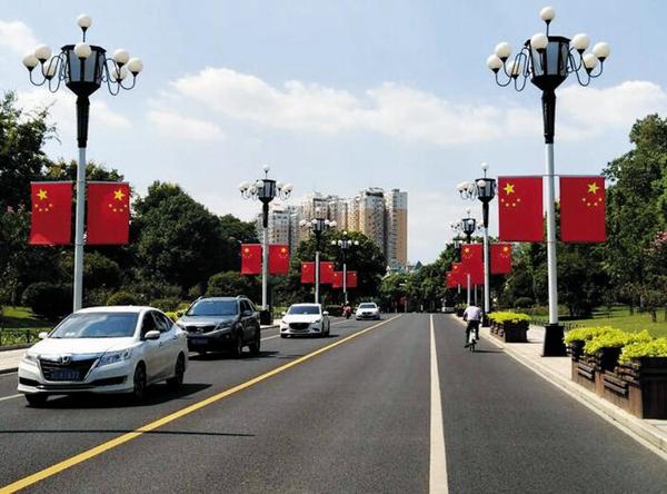 """义乌小商品披上""""中国红""""喜迎国庆"""
