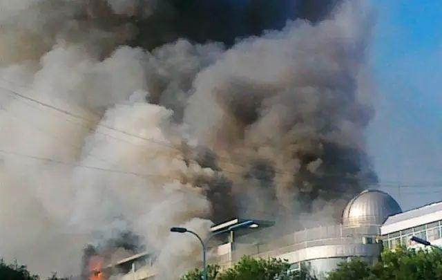 俄罗斯一购物中心火灾已致37人遇难 附商场火灾逃生秘籍图片 25752 640x405