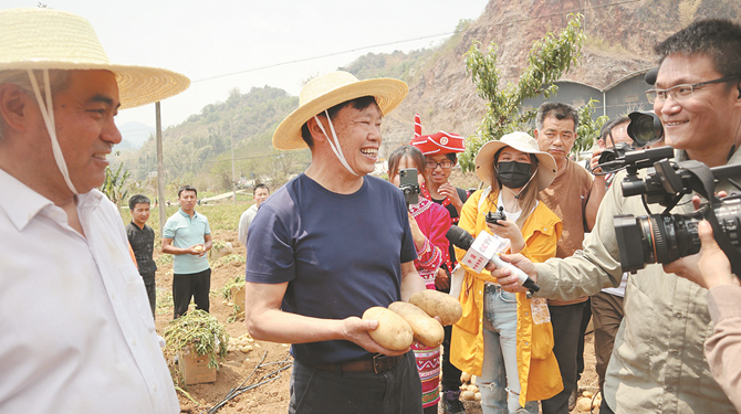 院士直播带货帮澜沧农民卖马铃薯 百万网友捧场
