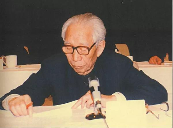 1987年1月3日,时任国务院副总理王震出席国务院第一次全国黄金工作会议并讲话。