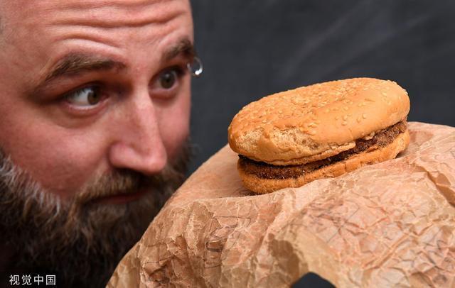 澳大利亚男子保存麦当劳汉堡25年 如今依然完好