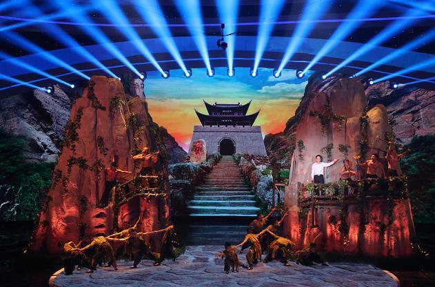 """《魅力中国城》探访""""中华百年古堡"""""""