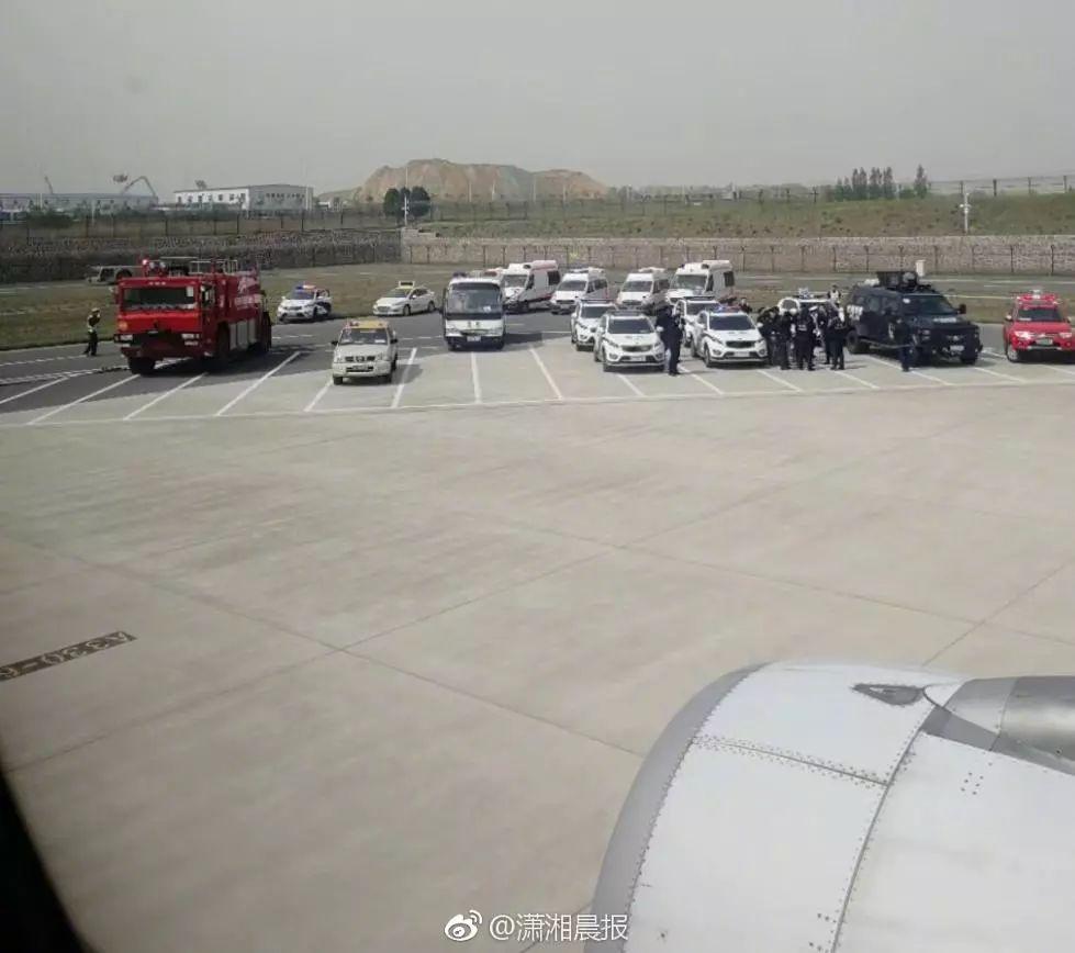 澳门赌博娱乐网址:飞北京航班乘客用钢笔胁持乘务员_现场画面曝光
