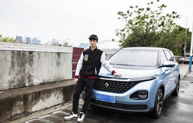 广州车展这个新品牌一口气带来4款车,最后1款语音能发微信