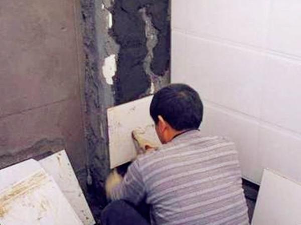 业主装修房子遇奇事 工人竟把瓷砖贴反了