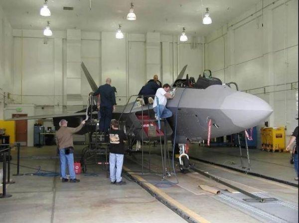 军情锐评:3D打印军机零件哪家强?美军打印F-35B零部件用上中国3D机