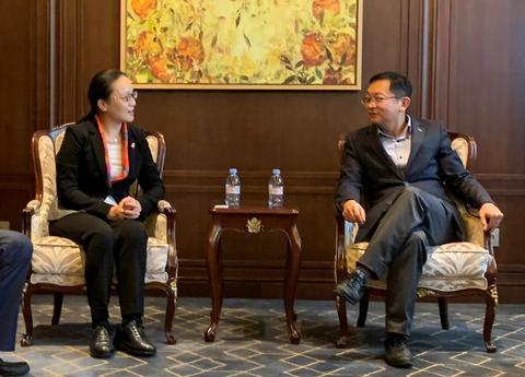 人民日报海外版龚雯一行拜访中国驻法大使馆