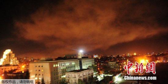 目击者:大马士革传爆炸声 多个军事基地遭袭击