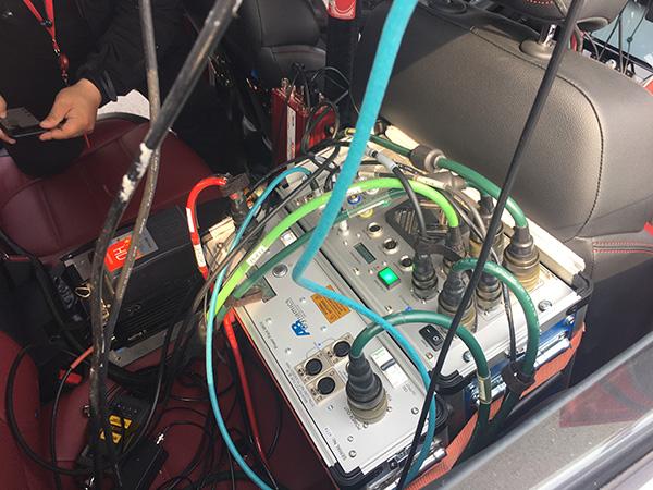 测试车辆内部照片,为避免人为干预,全程由机器人进行操控。澎湃新闻记者 李皙寅 摄