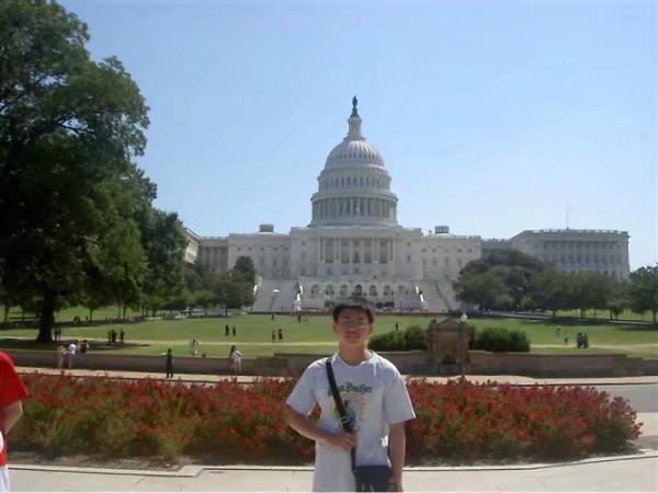 十年前,卢覃梁曾赴美国交流学习。图片来源:作者供图