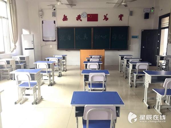 教室的桌椅手绘