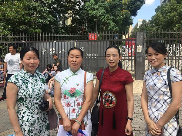 2018高考直击:老师穿红衣家长秀旗袍,00后心态就是好
