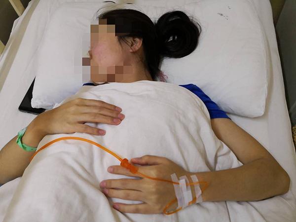 被打女子在医院接受治疗