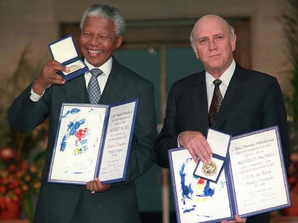 1997年3月17日,南非开普敦,曼德拉与英国王妃戴安娜讨论有关艾滋病的