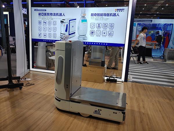 木木机器人公司研发的医院物流机器人。 澎湃新闻记者 周航 摄
