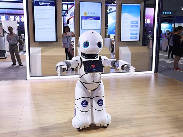 """上海市科委推出了一款""""政策服务机器人"""",通过语音互动可以快速知晓政策。 上海市科委 供图"""