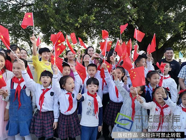 """江西赣州国庆期间举办""""读中国·今天是你的生日""""群众活动"""