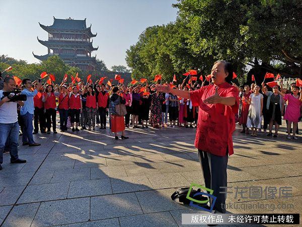 """江西赣州国庆期间举行""""读中国·今天是你的生日""""群众活动"""