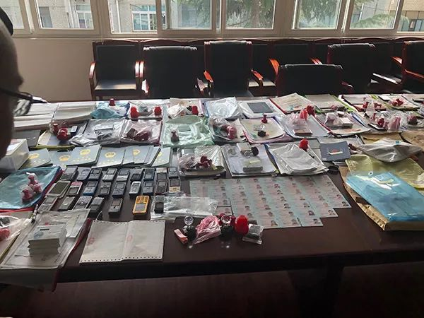 犯罪团伙网购的空壳公司相关材料。本文图片 澎湃新闻记者 杨帆