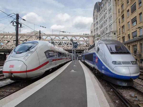 而西门子和阿尔斯通是欧盟最大的两家列车制造商.