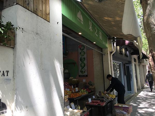 """上海这条街道布局一百多年没怎么变,店招""""微更新""""谁说了算"""