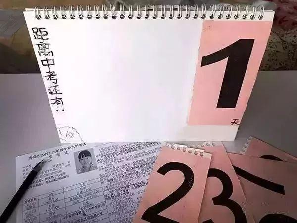 """""""终于,女儿自己做的倒计时日历迎来了最后一天。""""(图源:青岛日报)"""